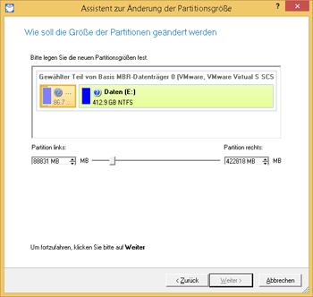 <b>Partitionsgröße ändern</b><br />Wenn der Speicherplatz auf einer Partition nahezu belegt ist, vergrößern Sie die Partition einfach. Der Assistent zum Verschieben der Partitionsgrenzen ermöglicht die Vergrößerung des freien Speicherplatzes in einer Partition auf Kosten des unbelegten Speicherplatzes einer angrenzenden Partition auf derselben Festplatte.